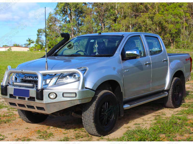 Fremre left view of a silver Isuzu D-Max (dual cab) fitted with an Ironman 4x4 45mm Hevesett