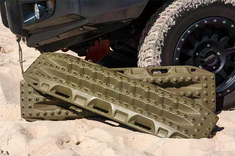 Pair of Olive MAXTRAX MKII Emergency Vehicle Recovery Devices