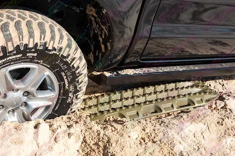 A Single MAXTRAX Device under the tyre and vehicle ready for extraction